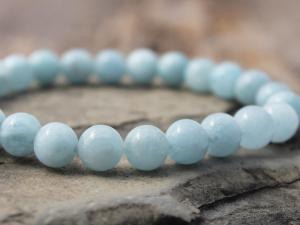 minimalist aquamarine stretch bracelet
