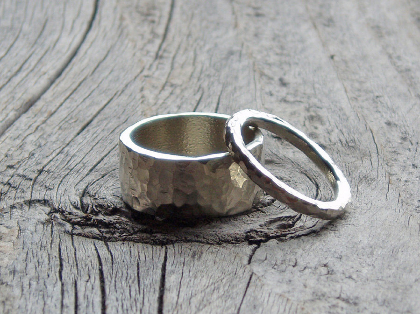 Top his & hers hammered sterling silver wedding band ring set | Spiral  AT08